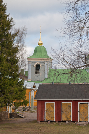 Old churchyard on the background of the church with a bell tower and a gilded dome. Stockfoto