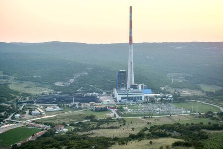 View of a coal-fired power plant on the Istrian peninsula in Croatia, near the town of Plomin at sunset. 版權商用圖片 - 134866828