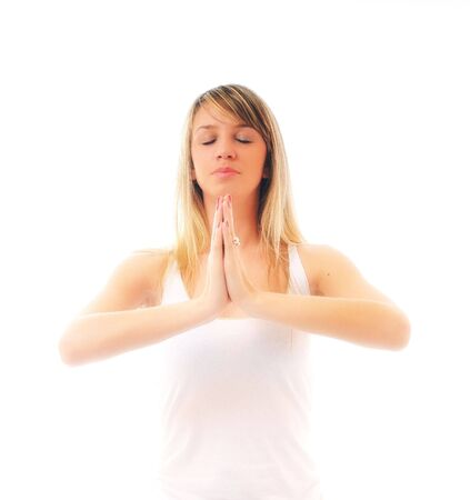 adn: una mujer joven encajar en la camisa blanca la meditaci�n y el yoga ejercicio aislado