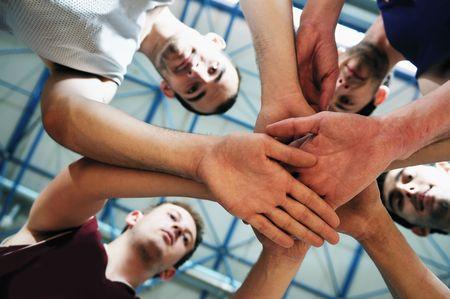 delito: jugadores de baloncesto del equipo hi-retrato en el deporte en la escuela de gimnasia Foto de archivo
