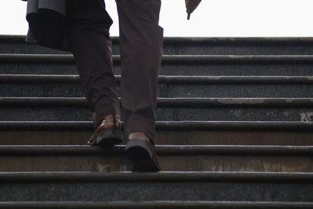 subiendo escaleras: Waling arriba conceptuales