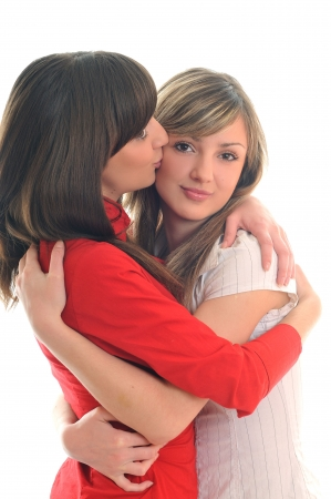 dos jóvenes amigos de lesbianas chica feliz aisladas sobre fondo blanco