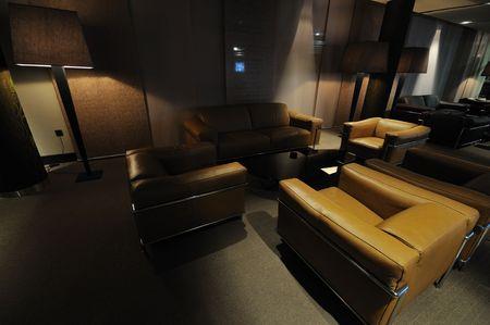 koffie restaurant overdekt met luxe houten meubilair