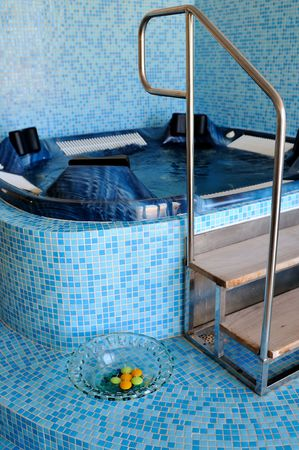 luxery: Indoor  hot tub in luxery spa