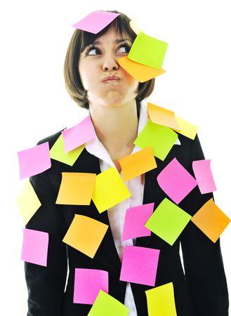 recordar: una mujer de negocios de j�venes frustrados con muchos de post it que representa el memoria de concepto y la frustraci�n en el trabajo  Foto de archivo