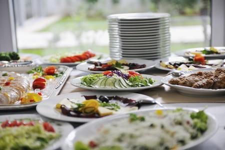 carnes y verduras: delicius acuerdo de alimentos sobre el partido en el restaurante de cocina  Foto de archivo