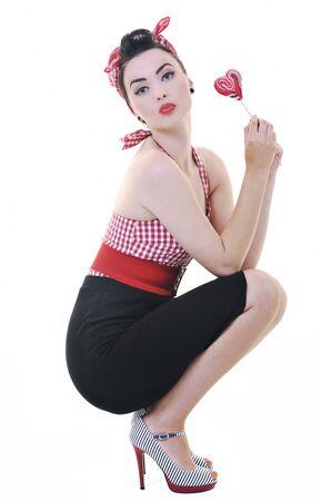 piruleta: mujer joven feliz con caramelo de lollipo aislado en blanco