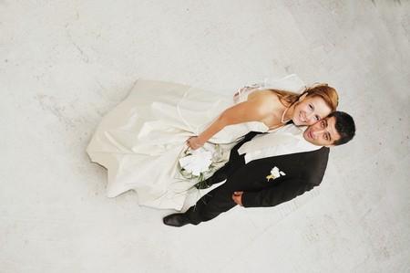 gl�cklich junge und sch�ne Braut und Br�utigam auf Hochzeit Party im freien  Stockfoto - 7204952