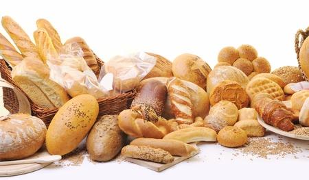 pan frances: Grupo de alimentos frescos pan natural saludable en estudio en la tabla
