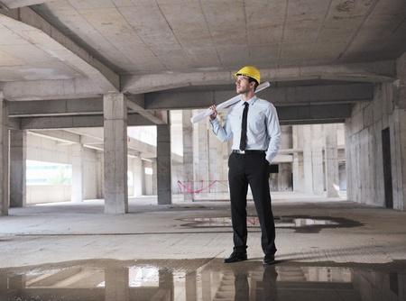 cantieri edili: Costruzione progetto uomo architetto ingegnere Businessmanager in cantiere Archivio Fotografico