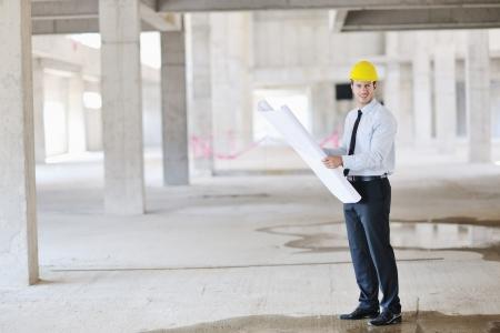 ingeniero: Construcci�n proyecto business hombre arquitecto ingeniero manager en el sitio de construcci�n