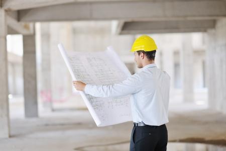 the job site: Costruzione progetto uomo architetto ingegnere Businessmanager in cantiere Archivio Fotografico