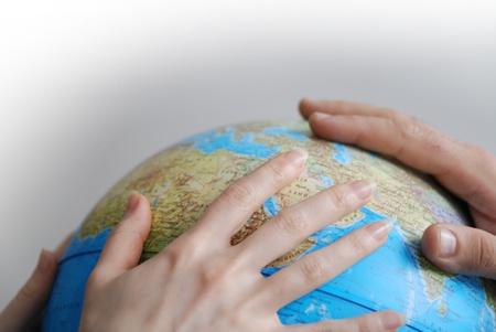 manos unidas: Teamwok concepto con las manos en globo (NIKON D80; 20.3.2007, 140 en 2,8, ISO 400, balance de blancos: Auto, longitud focal: 50 mm)