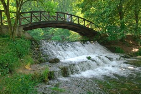 Bois apportent plus petite chute d'eau Banque d'images - 11399226