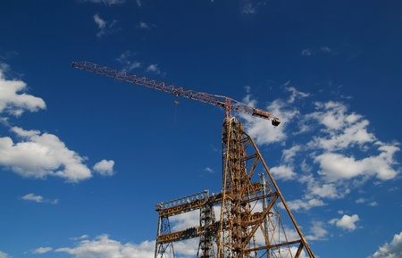 pall: crane with dramatic clouds  in background   (NIKON D80; 6.7.2007; 1200 at f10; ISO 100; white balance: Auto; focal length: 18 mm)