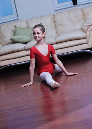 ballet child: ballet girl exercise and learn at home