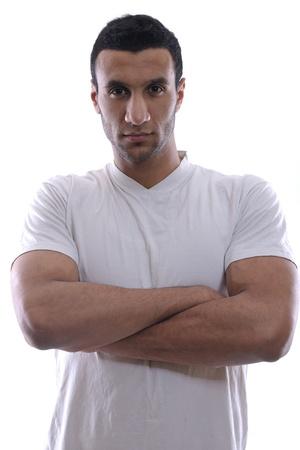hombre arabe: Retrato de hombre joven, vestido con relajada camisa blanca y vaqueros aisladas sobre fondo blanco en estudio Foto de archivo