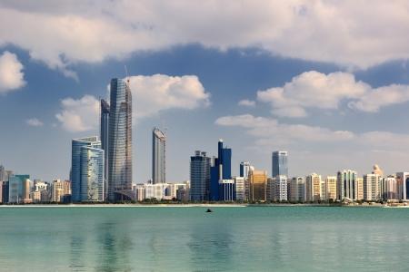el árabe moderno Ciudad de Abu Dhabi y el panorama del paisaje paisaje urbano