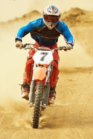 crossmotor in een race vertegenwoordigen concept van snelheid en kracht in extreme man sport