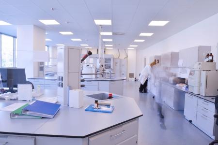 tecnico laboratorio: grupo de cient�ficos que trabaja en el laboratorio Foto de archivo