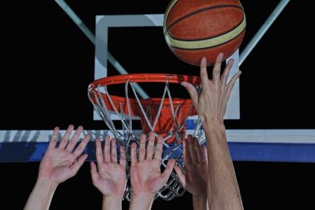 검정색 배경에 고립 된 농구 게임 스포츠 선수 스톡 콘텐츠 - 21393370
