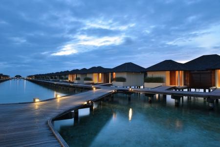 tropischen Wasser nach Hause Villas Resort auf den Malediven Insel an den Sommerferien