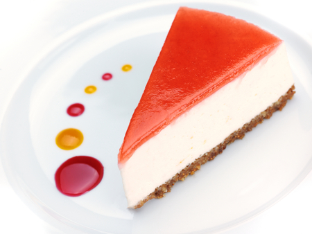 strawberry cheese cake isolated on white background 版權商用圖片