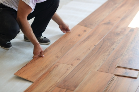 Installing laminate flooring in new home indoor Zdjęcie Seryjne - 35540000