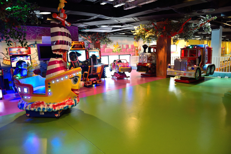 play popular: modern shopping mall playground for kids and video games
