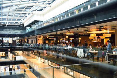 modern bright shopping mall indoor architecture Standard-Bild