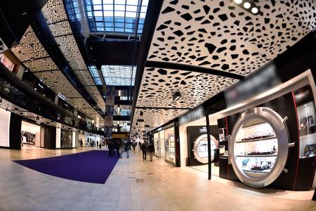 moda ropa: luminoso y moderno centro comercial arquitectura de interiores