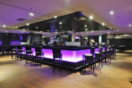 Nowoczesny bar restauracja wewnątrz projektu Klub