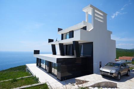일몰 현대 집 현대 빌라의 외부보기