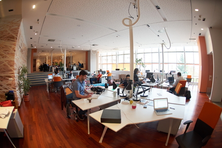 사무실에서 일상적인 작업을 작업을 시작 비즈니스 사람들 그룹 스톡 콘텐츠
