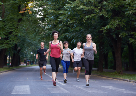 gente corriendo: people group jogging, runners team on morning  training