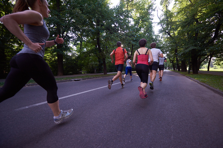 personas trotando: people group jogging, runners team on morning  training