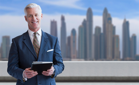 Portrait of senior businessman in front of the big city Imagens