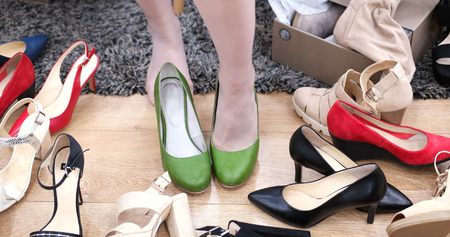 Woman Chooses  Shoes At Fashionable Shop Zdjęcie Seryjne