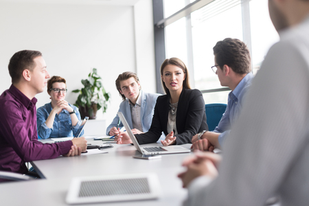 Group of business people discussing business plan  in the office Zdjęcie Seryjne - 78306731