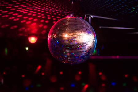 Réflexion de la lumière de la boule disco