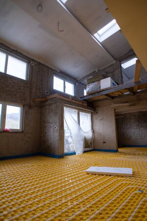 yellow underfloor heating installation with white polyethylene pipes on construction site of new two level apartment Imagens