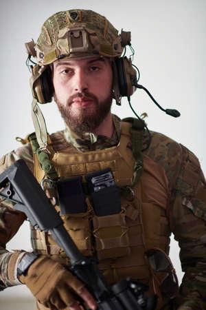 modern warfare soldier portrait in urban environment Banque d'images