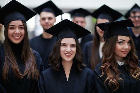 Group of diverse international graduating students celebrating Banque d'images