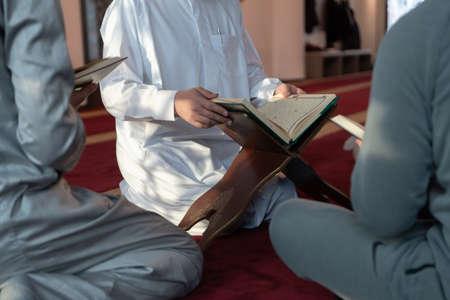 muslim people in mosque reading quran together Standard-Bild