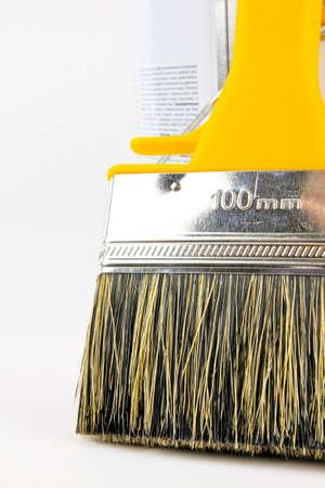 Pinsel und Farbeimer Standard-Bild - 10832060