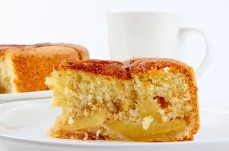 Frisch gebackene Apfelkuchen serviert auf einem Teller Standard-Bild - 10832062