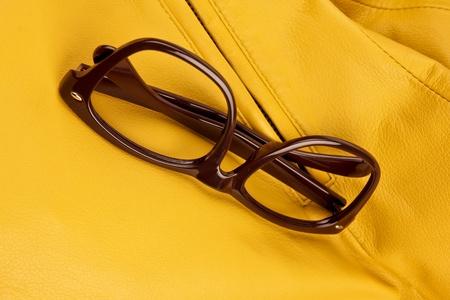 Brown vintage Kunststoff Brillen. Nahaufnahme. Standard-Bild - 10925867