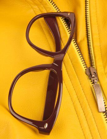 Brown vintage Kunststoff Brillen. Nahaufnahme. Standard-Bild - 10925860