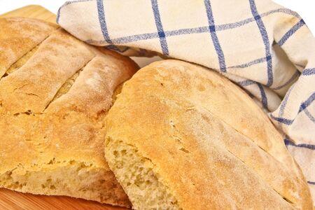 Frisch gebackenes hausgemachtes Brot. Close up auf weißem Hintergrund Standard-Bild - 10925873