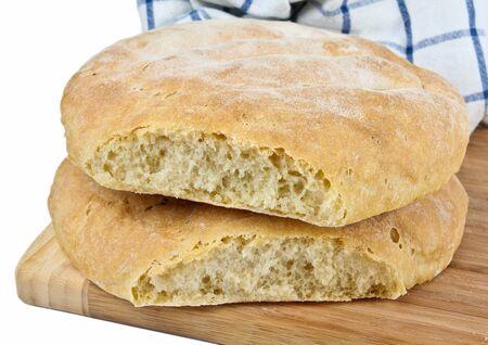 Frisch gebackenes hausgemachtes Brot. Close up auf weißem Hintergrund Standard-Bild - 10925866